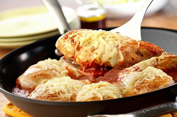 Foodista   One Skillet Dinner: Easy Chicken Parmesan