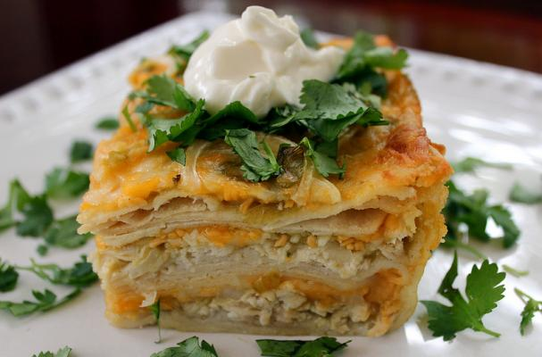 Foodista Easy Dinner Recipe Cheesy 3 Layer Chicken And Green Chile Enchilada Casserole