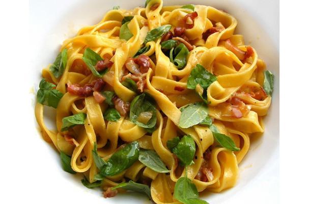 Quick and Easy Spaghetti alla Carbonara  Delicious Pasta Carbonara