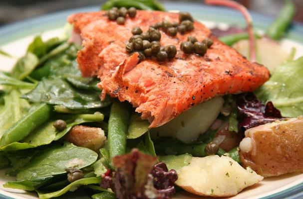 Foodista | Grilled Salmon Salad