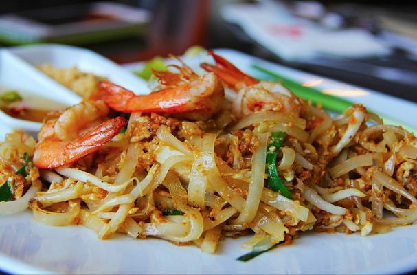 Authentic Shrimp Pad Thai with Tofu