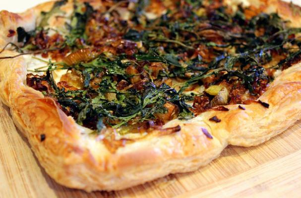 Vegan Caramelized Leek and Arugula Pizza