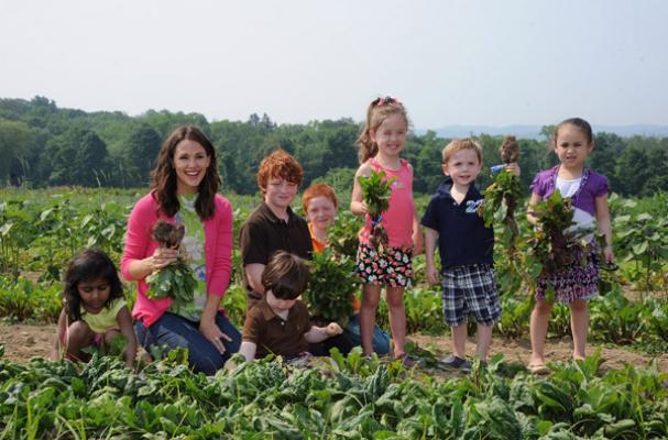 Jennifer Garner picking vegetables