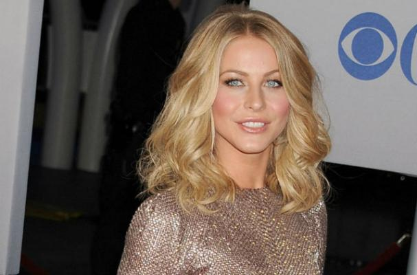 Julianne Hough Sticks to Salads When Dining Out