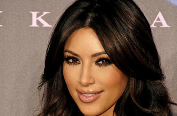 Kim Kardashian Celebrates Thanskgiving at Family Potluck