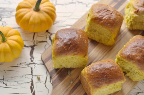 Fall Favorites: Pumpkin Dinner Rolls