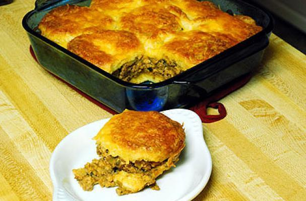 Foodista Quick And Easy Beef And Biscuit Casserole