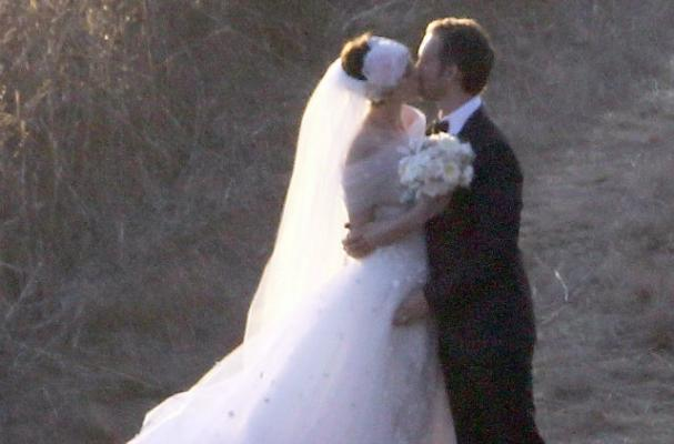 Anne Hathaway Serves Vegan Menu at Wedding