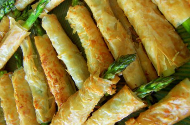 Asparagus-Filled Phyllo Pastries Make a Perfect Appetizer