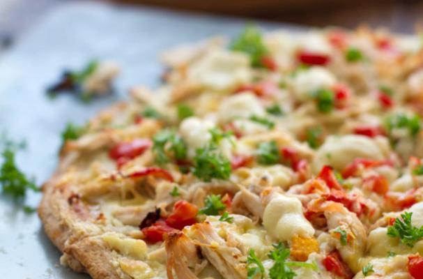 Low Calorie Chicken Alfredo Pizza