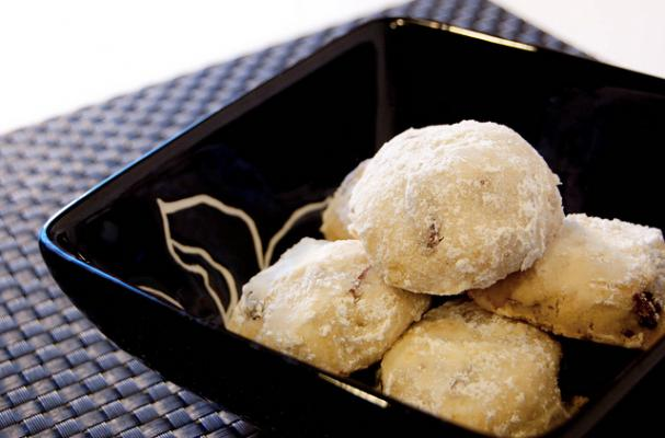 Foodista authentic mexican wedding cookies for Traditional mexican wedding cookies