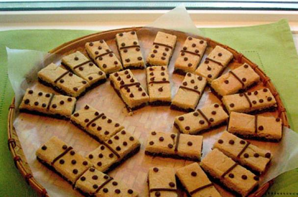 Foodista Cookie Dominos Provide Entertainment And A Snack