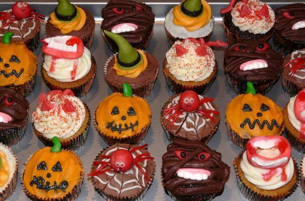 Foodista 5 cute halloween treats for Creative ideas for halloween treats