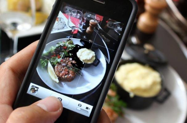 Your Food Porn Pics Might be a Sign of an Eating Disorder