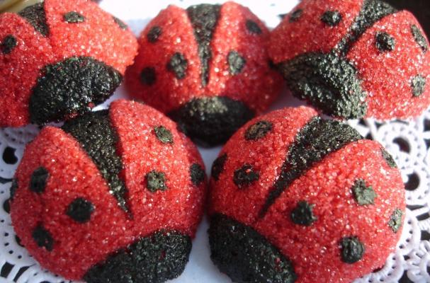 Foodista These Ladybug Cake Toppers Will Infest Your