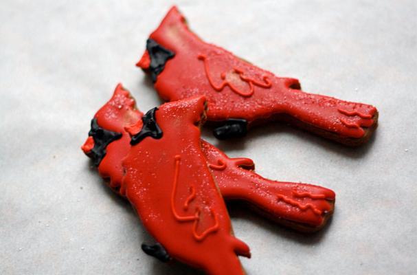 Winter Cardinal Gingerbread Cookies