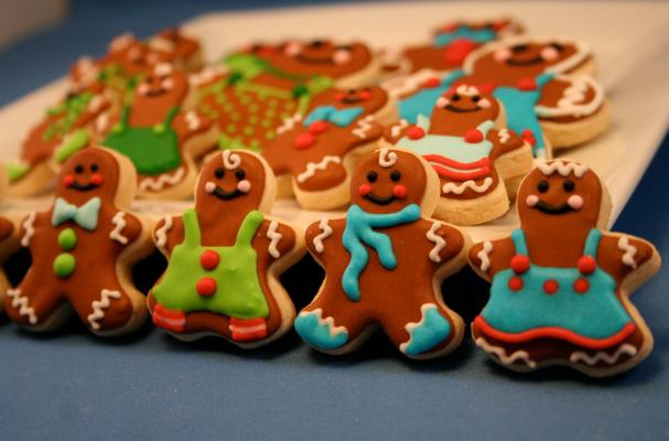 Itty-Bitty Gingerbread Man Sugar Cookies