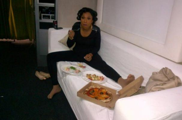 Jennifer Hudson Dines on Pizza at Weight Watchers Shoot