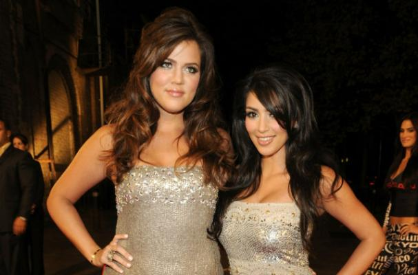 Kim and Khloe Kardashian Throw Pizza at Fans Outside Hotel Room