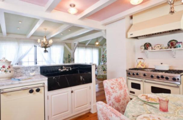 Celebrity Kitchens: Kirstie Alley