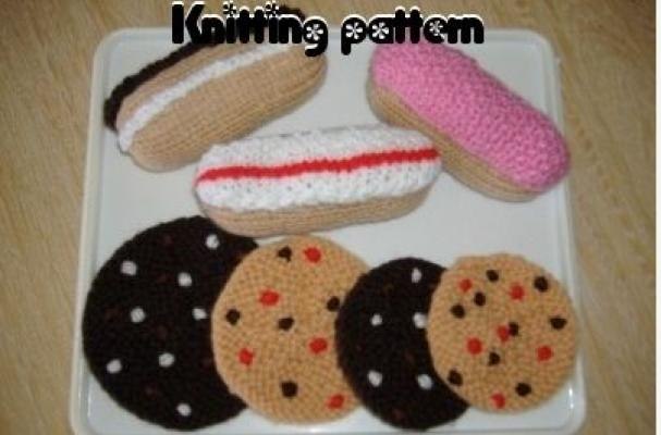 Knitted cookie pattern