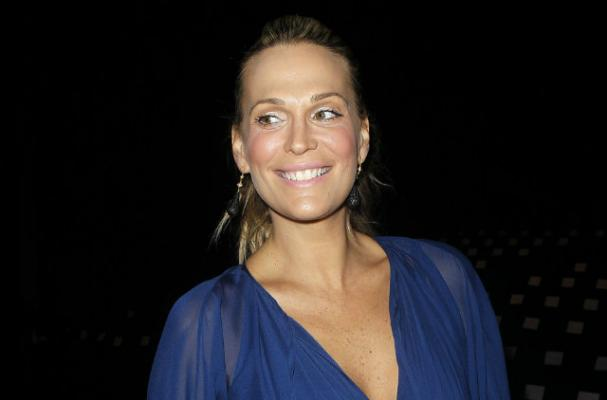 Pregnant Molly Sims has a Sweet Tooth