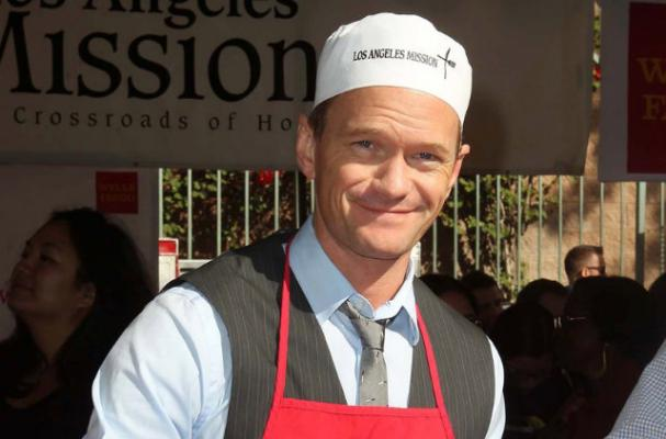 Neil Patrick Harris Spends Thanksgiving Helping Feed the Homeless