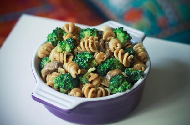 Meatless Eats: Broccoli and Mushroom Whole Wheat Pasta
