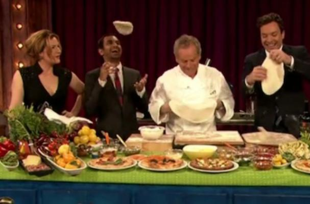 Wolfgang Puck, Aziz Ansari and Jimmy Fallon Make Pizza Together