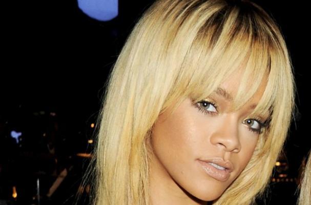 Rihanna Eats Junk to Get her Butt Back