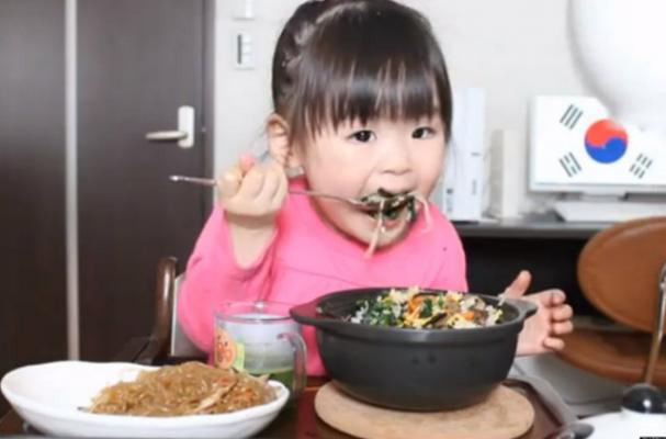 Mom Films Daughter's Reactions to Foods From Around the World