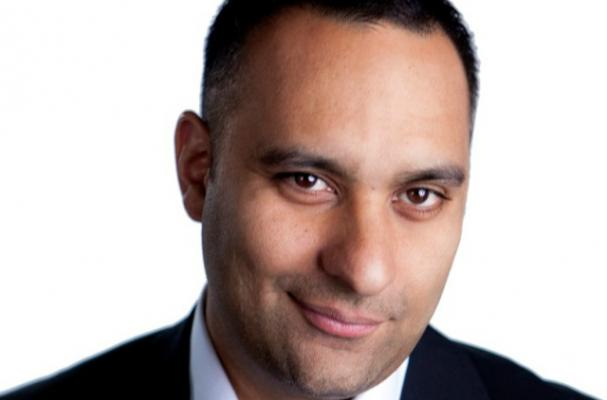 Russell Peters has a Multi-Cultural Christmas Dinner