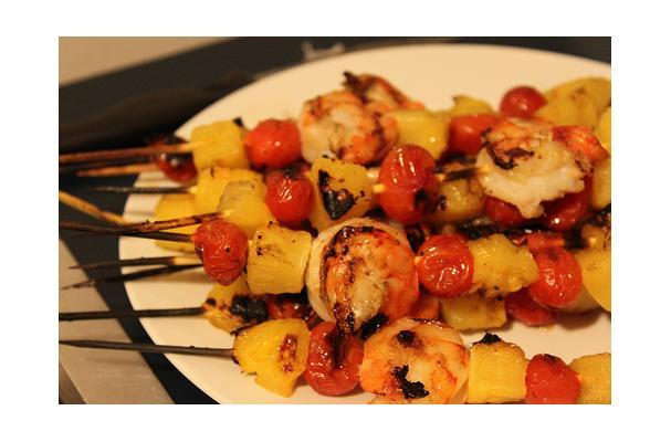 these simple bbq shrimp skewers with pineapple and bacon are an easy ...