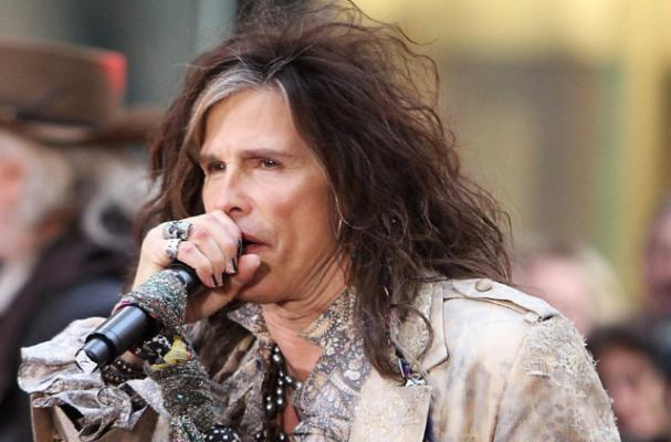 Steven Tyler Goes Behind the Counter at Pizzeria
