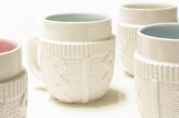 Knitting Pattern For Mug Sweater : Foodista The Sweater Mug Lets You Cuddle With Your Cocoa