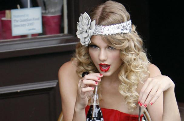 Foodista Watch A Preview Of Taylor Swift S First Diet Coke Commercial