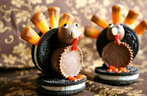 Oreo Turkeys Are An Adorable Thanksgiving Decoration