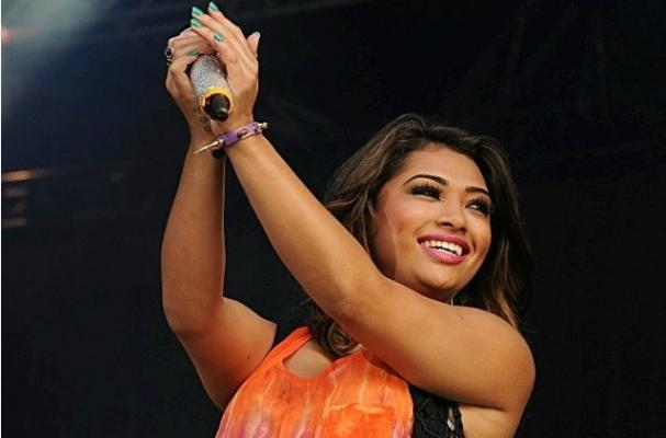 Vanessa White Stops Drinking Alcohol for Tour