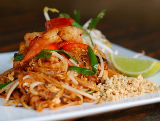 Foodista Recipes Cooking Tips And Food News Prawn Pad Thai