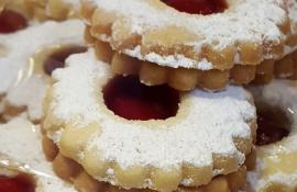Classic Raspberry Linzer Cookies