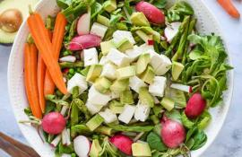 Spring Green Salad with Asparagus and Peas